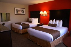 Best Western Plus Dragon Gate Inn bedroom 1