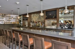 doubletree-by-hilton-los-angeles-downtown-bar