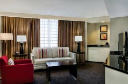 doubletree-by-hilton-los-angeles-downtown-suite