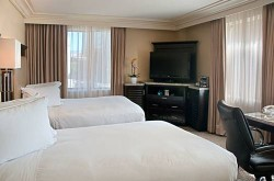 Hilton Checkers Los Angeles bedroom