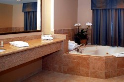 holiday-inn-express-los-angeles-bath