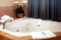 holiday-inn-express-los-angeles-jet-tub