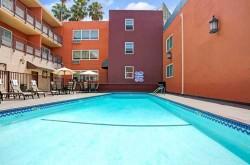 Ramada Los Angeles pool
